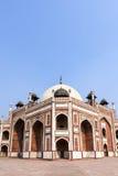το ενθεμένο γίνοντα μαρμάρινο μαυσωλείο θόλων του Δελχί humayun mogul κόκκινος τάφος ύφους ψαμμίτη του s ολοκλήρωσε το λευκό Στοκ Φωτογραφία