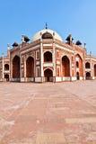 το ενθεμένο γίνοντα μαρμάρινο μαυσωλείο θόλων του Δελχί humayun mogul κόκκινος τάφος ύφους ψαμμίτη του s ολοκλήρωσε το λευκό Στοκ εικόνα με δικαίωμα ελεύθερης χρήσης