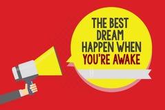 Το εννοιολογικό χέρι που γράφει παρουσιάζοντας καλύτερο όνειρο συμβαίνει πότε σχετικά με είστε άγρυπνοι Τα όνειρα κειμένων επιχει διανυσματική απεικόνιση