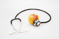 το εννοιολογικό σιτηρέσιο μήλων που τρώει την υγειονομική περίθαλψη υγιή επεξηγεί το στηθοσκόπιο διατροφής εικόνας Στοκ Εικόνα