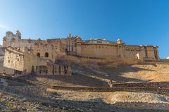 Το εντυπωσιακές τοπίο και η εικονική παράσταση πόλης στο ηλέκτρινο οχυρό, διάσημος προορισμός ταξιδιού στο Jaipur, Rajasthan, Ινδ στοκ φωτογραφία με δικαίωμα ελεύθερης χρήσης