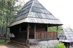 Το εξοχικό σπίτι με το μέρος, τοποθετεί Zlatibor, Σερβία Στοκ Εικόνες