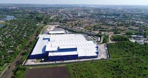 Το εξωτερικό μεγάλου σύγχρονου εγκαταστάσεων παραγωγής ή ενός εργοστασίου, βιομηχανικό εξωτερικό, σύγχρονο εξωτερικό παραγωγής φιλμ μικρού μήκους