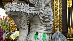 Το εξωτερικό του παραδοσιακού βουδιστικού ξύλινου ναού ύφους Lanna κάλεσε Wat Inthakhin Sadue Muang σε Chiang Mai, Ταϊλάνδη φιλμ μικρού μήκους