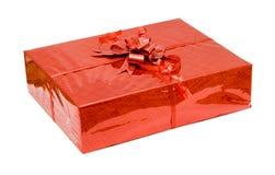 το εορταστικό δώρο κιβωτίων απομόνωσε το κόκκινο Στοκ Φωτογραφίες