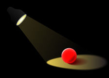 Το επίκεντρο φωτίζει την κόκκινη σφαίρα γυαλιού απεικόνιση αποθεμάτων