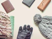 Το επίπεδο ταξιδιού περιόδου διακοπών και χειμώνα βάζει την έννοια από το χειμώνα γ Στοκ φωτογραφίες με δικαίωμα ελεύθερης χρήσης