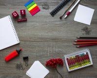 Το επίπεδο φθινοπώρου βάζει των χαρτικών, του εγγράφου και της σορβιάς για τη μελέτη Στοκ Εικόνες