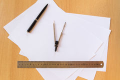 Το επίπεδο γραφείων βάζει τον επιχειρηματία εργασιακών χώρων στοκ εικόνες με δικαίωμα ελεύθερης χρήσης