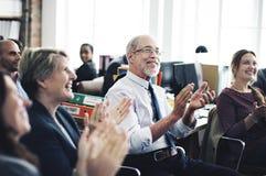 Το επίτευγμα συνεδρίασης της επιχειρησιακής ομάδας επιδοκιμάζει την έννοια στοκ εικόνες