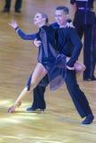 Το επαγγελματικό ζεύγος χορού εκτελεί το λατινοαμερικάνικο πρόγραμμα νεολαία-2 για το διεθνές WR φλυτζάνι χορού WDSF Στοκ Εικόνες