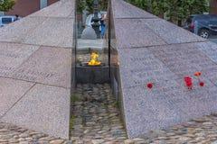 Το επαναστατικό μνημείο, η αιώνια φλόγα στο τετραγωνικό befo Στοκ Εικόνες