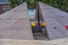 Το επαναστατικό μνημείο, η αιώνια φλόγα στο τετραγωνικό befo Στοκ Φωτογραφία