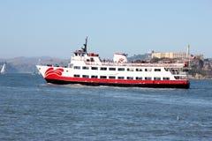 Το επιβατηγό πλοίο Zalophus του κόκκινου και άσπρου στόλου, ικανότητα 600 επιβατών για τη θέα που βλέπουν, δύο κάλυψε τις γέφυρες Στοκ Εικόνες