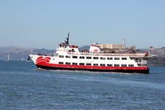 Το επιβατηγό πλοίο Zalophus του κόκκινου και άσπρου στόλου, ικανότητα 600 επιβατών για τη θέα που βλέπουν, δύο κάλυψε τις γέφυρες Στοκ Εικόνα