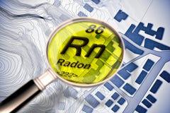Το επικίνδυνο ραδιενεργό αέριο ραδονίου στις πόλεις μας - εικόνα έννοιας με τον περιοδικό πίνακα των στοιχείων, του ενισχύοντας φ ελεύθερη απεικόνιση δικαιώματος