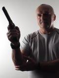 Το επικίνδυνο άτομο με ένα πυροβόλο όπλο Στοκ Εικόνες