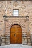 Το επισκοπικό παλάτι, η μεσαιωνική πόλη Caceres, Εστρεμαδούρα, Ισπανία στοκ εικόνα