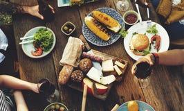 Το επιτραπέζιο εύγευστο γεύμα τροφίμων προετοιμάζει την έννοια κουζίνας Στοκ Φωτογραφίες