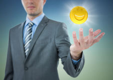 Το επιχειρησιακό άτομο με διανέμει και emoji με τη φλόγα στο γαλαζοπράσινο κλίμα Στοκ εικόνα με δικαίωμα ελεύθερης χρήσης