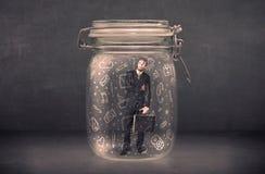 Το επιχειρησιακό άτομο συνέλαβε στο βάζο γυαλιού με συρμένα τα χέρι εικονίδια γ μέσων Στοκ εικόνα με δικαίωμα ελεύθερης χρήσης