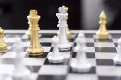 Το επιχειρησιακό σκάκι, έξυπνη επιχείρηση, επιχειρησιακό παιχνίδι κάθε ανταλλαγή παιχνιδιών είναι σημαντικό στοκ εικόνα
