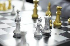 Το επιχειρησιακό σκάκι, έξυπνη επιχείρηση, επιχειρησιακό παιχνίδι κάθε ανταλλαγή παιχνιδιών είναι σημαντικό στοκ φωτογραφίες