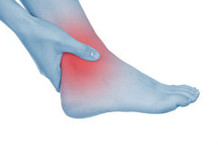 Το επώδυνο γόνατο, τα πόδια, που παρουσιάζονται κόκκινο, κρατά Στοκ φωτογραφία με δικαίωμα ελεύθερης χρήσης