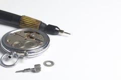 Το εργαστήριο ρολογιών Επισκευή των παλαιών ρολογιών Στοκ Εικόνα