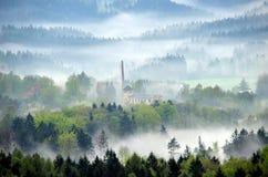 Το εργοστάσιο στην ομίχλη Στοκ εικόνες με δικαίωμα ελεύθερης χρήσης