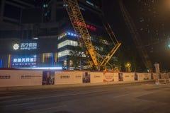Το εργοτάξιο οικοδομής υπογείων πόλεων τη νύχτα Στοκ εικόνα με δικαίωμα ελεύθερης χρήσης