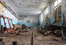 Το εσωτερικό ενός παλαιού εγκαταλειμμένου κτηρίου Στοκ φωτογραφία με δικαίωμα ελεύθερης χρήσης