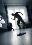 το εσωτερικό κεφάλι χεριών ανασκόπησης που απομονώνεται προστατεύεται στις νεολαίες λευκών γυναικών βίας Στοκ εικόνα με δικαίωμα ελεύθερης χρήσης