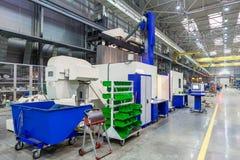 Το εσωτερικό μέταλλο που κατασκευάζει το κάθετο επεξεργαμένος στη μηχανή κέντρο Στοκ φωτογραφία με δικαίωμα ελεύθερης χρήσης