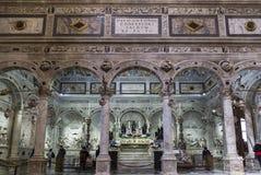 Το εσωτερικό της βασιλικής του ST Anthony στην Πάδοβα Το παρεκκλησι του τάφου του ST Anthony Η κύρια ιερή θέση στη βασιλική Στοκ Φωτογραφία
