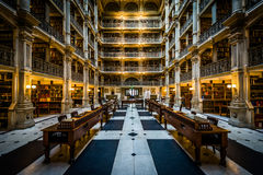 Το εσωτερικό της βιβλιοθήκης Peabody, στο όρος Βέρνον, Βαλτιμόρη, Στοκ εικόνες με δικαίωμα ελεύθερης χρήσης