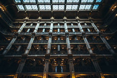 Το εσωτερικό της βιβλιοθήκης Peabody, στο όρος Βέρνον, Βαλτιμόρη, στοκ φωτογραφίες με δικαίωμα ελεύθερης χρήσης