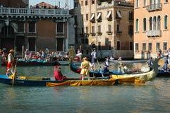 Το ετήσιο Regatta κάτω από το μεγάλο κανάλι στη Βενετία Ιταλία Στοκ εικόνες με δικαίωμα ελεύθερης χρήσης
