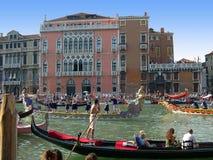 Το ετήσιο Regatta κάτω από το μεγάλο κανάλι στη Βενετία Ιταλία στοκ φωτογραφίες με δικαίωμα ελεύθερης χρήσης