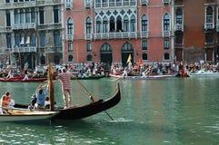 Το ετήσιο Regatta κάτω από το μεγάλο κανάλι στη Βενετία Ιταλία στοκ φωτογραφία με δικαίωμα ελεύθερης χρήσης