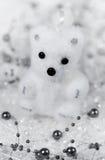 Το λευκό διακοσμήσεων Χριστουγέννων αντέχει cub Στοκ φωτογραφίες με δικαίωμα ελεύθερης χρήσης