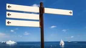 Το λευκό καθοδηγεί κοντά στο λιμάνι Μονακό θάλασσας Στοκ φωτογραφίες με δικαίωμα ελεύθερης χρήσης