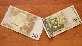 Το ευρο- τραπεζογραμμάτιο συναντά το βουλγαρικό LEV στο γραφείο φιλμ μικρού μήκους