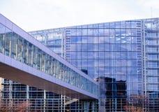 Το Ευρωπαϊκό Κοινοβούλιο γεφυρών γυαλιού Στοκ Φωτογραφίες