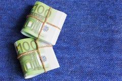 Το ευρώ είναι το νόμισμα στις σπείρες, ονομαστικών εκατό ευρώ Στοκ Εικόνες