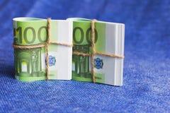 Το ευρώ είναι το νόμισμα στις σπείρες, ονομαστικών εκατό ευρώ Στοκ Φωτογραφίες