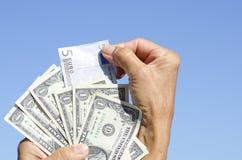το ευρώ ΙΙΙ δολαρίων τραπεζών μας σημειώνει Στοκ Φωτογραφία