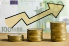 Το ευρώ πίσω από το σχέδιο είναι κέρδος και αύξηση Στοκ εικόνα με δικαίωμα ελεύθερης χρήσης