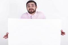 Το ευτυχές άτομο παρουσιάζει το μήνυμα στους ανθρώπους Στοκ εικόνα με δικαίωμα ελεύθερης χρήσης