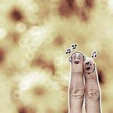 Το ευτυχές ζεύγος δάχτυλων ερωτευμένο με το χρωματισμένο smiley Στοκ Εικόνες